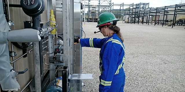Stacey Phillips, Swagelok's field engineering manager for the Americas, uses an augmented reality headset to conduct an assessment of analytical equipment at a natural gas processing facility with a virtual team.